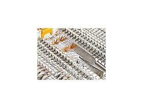 特許取得の43Dカトラリートレイ 多様性の追加: 中央部には可倒式ピンが装備され、下げることでカトラリーを収納できます。